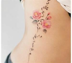 Fleur De Cerisier Signification : fleur violette tatouage noir et blanc poignet tatouage ~ Melissatoandfro.com Idées de Décoration