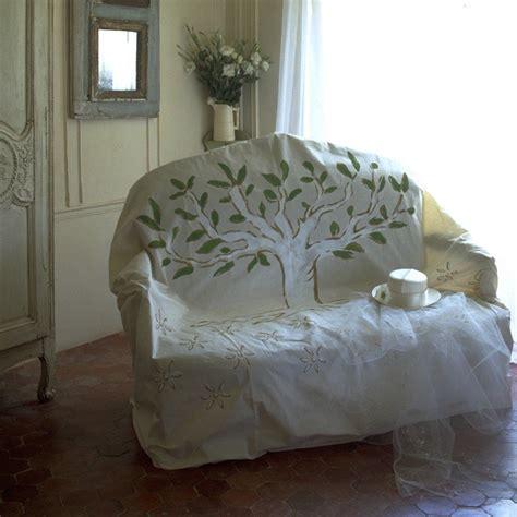 arbre canapas une housse de canapé peinte d 39 un arbre