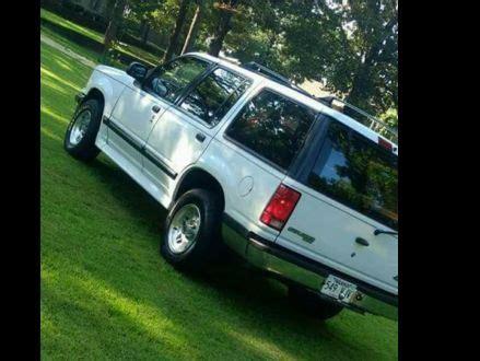 excellent condition white  ford explorer xlt