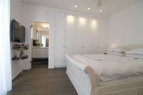 how to make your small master bedroom look spacious