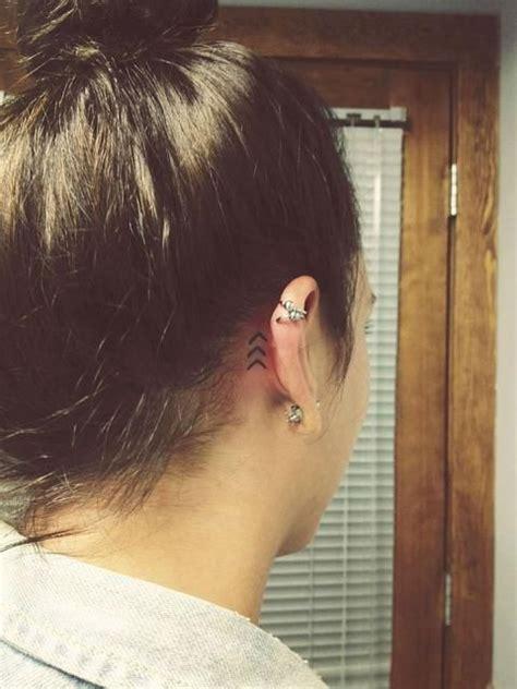 tatouage derriere oreille tatouage derri 232 re l oreille g 233 om 233 trique 20 id 233 es de tatouages derri 232 re l oreille jolis et