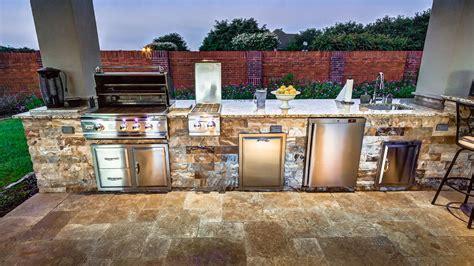 choosing  perfect outdoor grill  houston creekstone