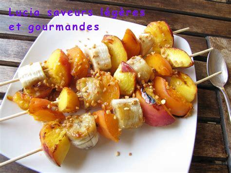 le dessert au barbecue les brochettes de fruits lucia saveurs l 233 g 232 res et gourmandes