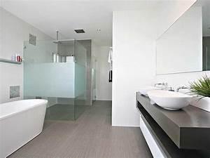 Frameless glass in a bathroom design from an australian for Aussie bathrooms
