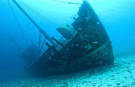 underwater shipwreck wallpaper wall mural