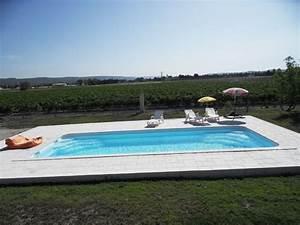 Piscine Enterrée Rectangulaire : une grande piscine rectangulaire piscine coque rectangle neptune piscines ~ Farleysfitness.com Idées de Décoration