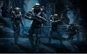 Halo 5 Team Holding Gu...