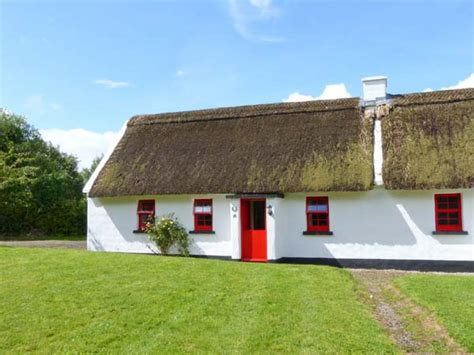 thatched cottage no 10 tipperary thatched cottage puckane county