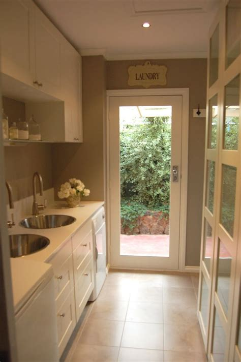 glass door  laundry room lets   spin