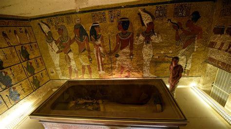 nefertiti dentro de la tumba de tutankamon los expertos mantienen el suspenso