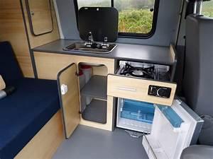 Amenagement Camion Camping Car : avec le kit east vous disposez de grands espaces de rangements et d une cuisine tr s ~ Maxctalentgroup.com Avis de Voitures