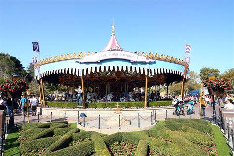 Carrousel des parcs Disney — Wikipédia