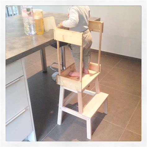 plinthe cuisine diy sécuriser un marchepied pour en faire une tour d