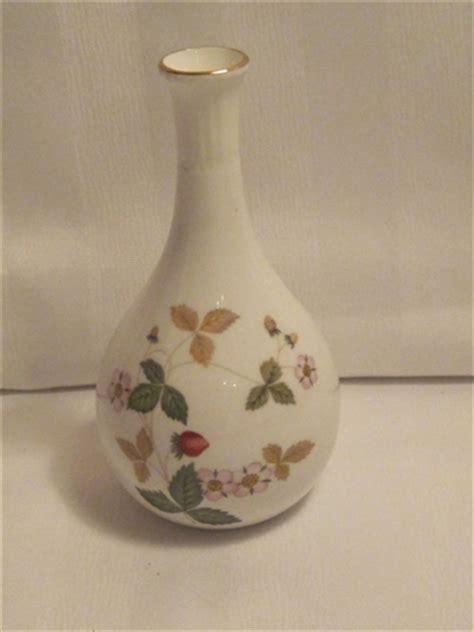Wedgwood Strawberry Bud Vase by Wedgwood Strawberry Bud Vase For Sale Antiques