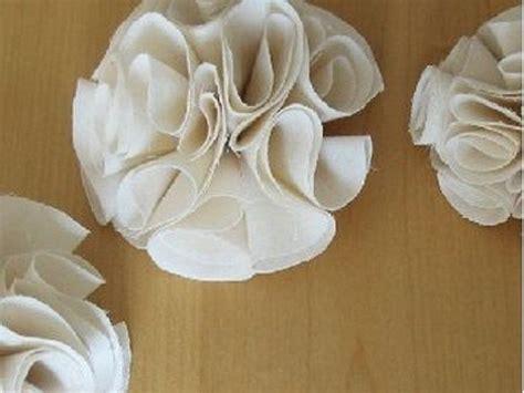 comment faire un cache sommier en tissu les 17 meilleures id 233 es de la cat 233 gorie fleurs en tissu sur d 233 corations en papier de