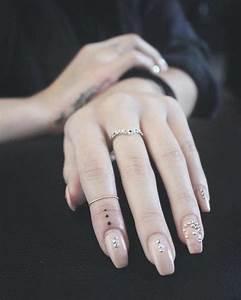 Tatouage 3 Points : 1001 id es pour un tatouage doigt du style minimaliste ~ Melissatoandfro.com Idées de Décoration