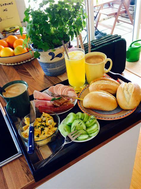 Ans Bett Bilder by Fr 252 Hst 252 Ck Ans Bett Eat Drink Breakfast In 2019