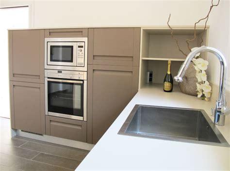 parquet dans cuisine inside création cuisine en chêne sans poignée