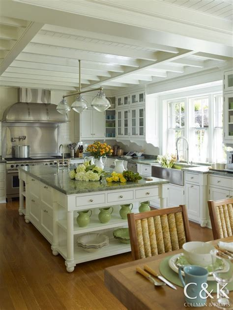 cottage kitchen islands 25 best ideas about cottage kitchens with islands on 2655