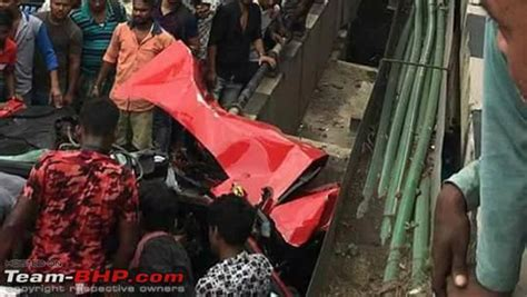 Ferraris are powerful cars and most of the accidents seem to be caused by loss of control especially in slippery conditions. Ferrari Crashed In Kolkata: Driver Dead, Passenger Severely Injured - DriveSpark News