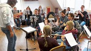 Junge Bäume Stützen : v hringen junge musiker haben fest ge bt v hringen ~ Articles-book.com Haus und Dekorationen
