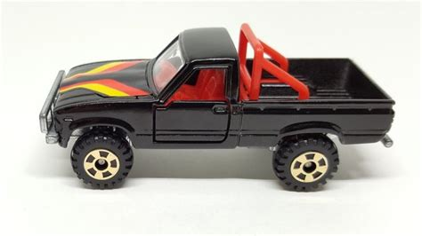 tomica toyota hilux review tomica toyota hilux 4wd
