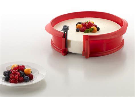 lekue  silicone springform pan  ceramic bottom  red cutlery