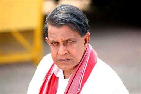 Mithun Chakraborty Gives A Health Scare!