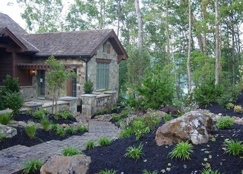tolle aussenbereich gestaltung mulch und pflanzen fuer den