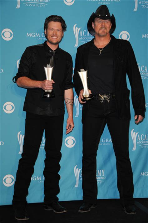 blake shelton height in feet trace adkins height how tall