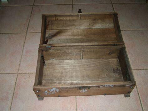 avant un vieux coffre 224 jouets en bois photo de 14 relooking d un vieux coffre en bois