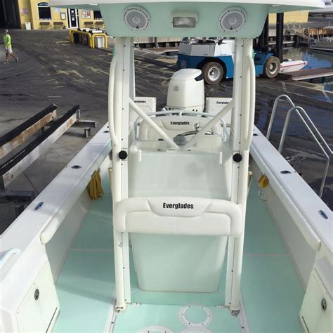 Everglades Bay Boats For Sale by 2004 Used Everglades 243 Bay Center Console Fishing Boat