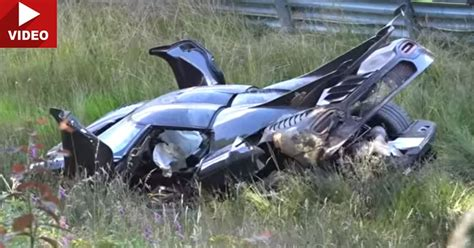 koenigsegg one 1 crash koengisegg one 1 crashes hard at the nurburgring during
