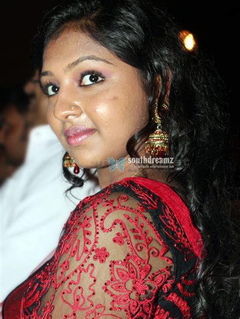 Lakshmi Menon Demands 10 Lakh For Kiss