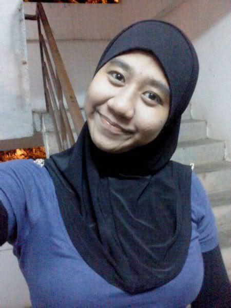 Jilbab Biru Tetek Comel ~ Mawar Merah