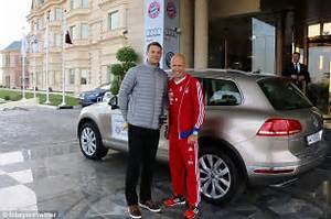 Bayern Automobiles : manuel neuer and arjen robben jet in to ballon d 39 or ceremony in zurich from bayern munich ~ Gottalentnigeria.com Avis de Voitures