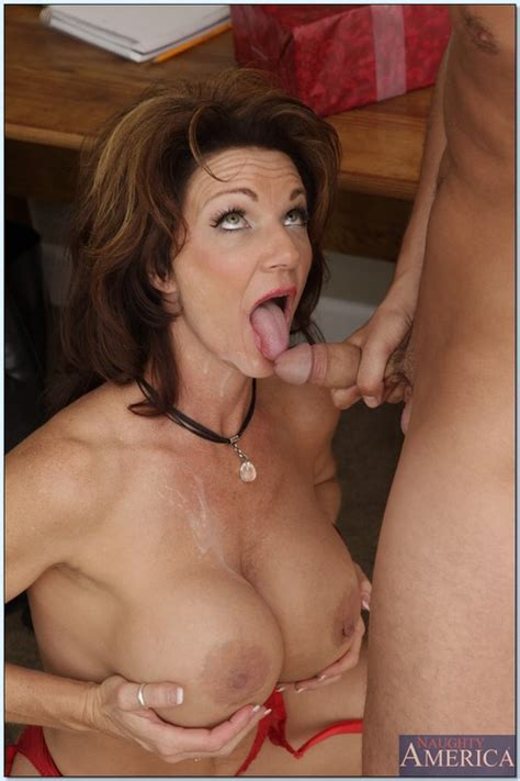 pervert mature woman screwing in the kitchen photos