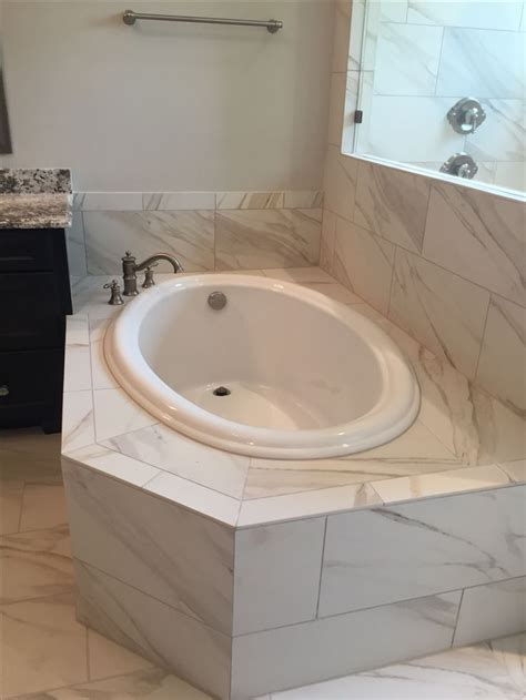 Large Drop In Tub by 25 Best Ideas About Drop In Tub On Large