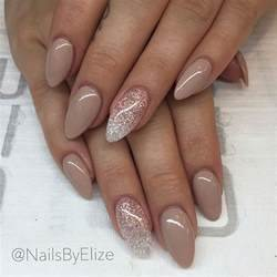 About almond acrylic nails on claw