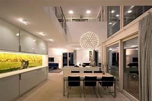 Haus Mit Galerie Im Wohnzimmer : modernes wohnen dielenboden wohnzimmer galerie o ~ Orissabook.com Haus und Dekorationen