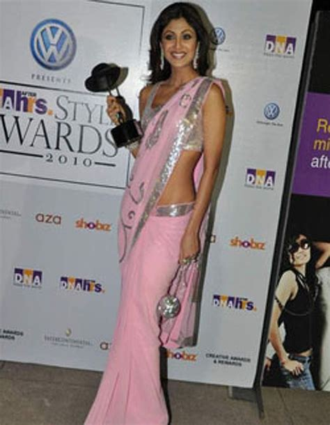 bollywood actress rocks  pink saree talk bollywood