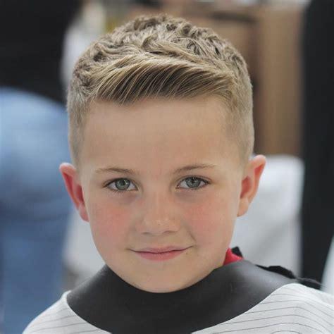 coole frisuren für kleine jungs cool in der schule 23 moderne jungs frisuren im trend