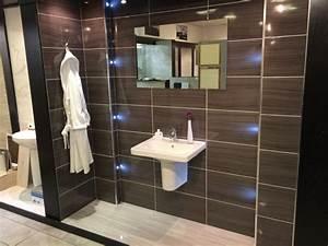 carrelage salle de bain imitation bois pour un decor With carrelage salle de bain bois