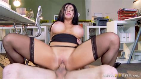 Tyler Nixon Gets A Cool Blowjob From Hot Whore Audrey