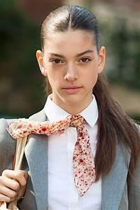 Comment Nouer Une Cravate : comment porter et nouer son foulard comme une cravate ~ Melissatoandfro.com Idées de Décoration
