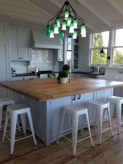kitchen island instead of table 15 ő konyhasziget bármelyiken megfőznénk az ebédet