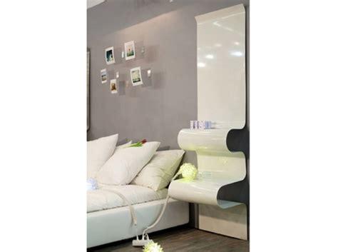 table de cuisine fix馥 au mur photos polaroïd fixés au mur au dessus du lit comme tête de lit pictures to pin on