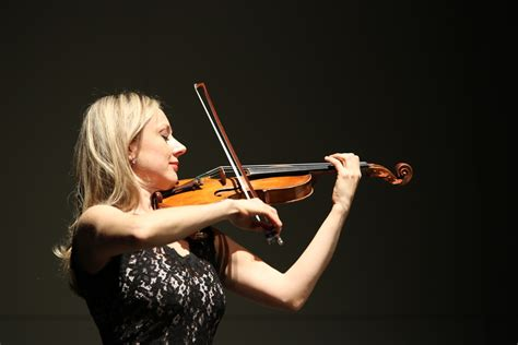 Violinist Brings Hungarian Folk Music, Great Composers