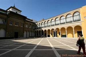 Patio De La Monteria Alcazar Sevilla