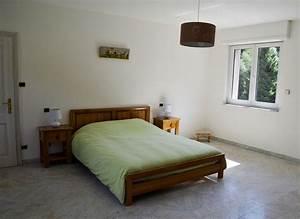 Lit pour deux personnes maison design wibliacom for Chambre design avec sommier et matelas 120x200